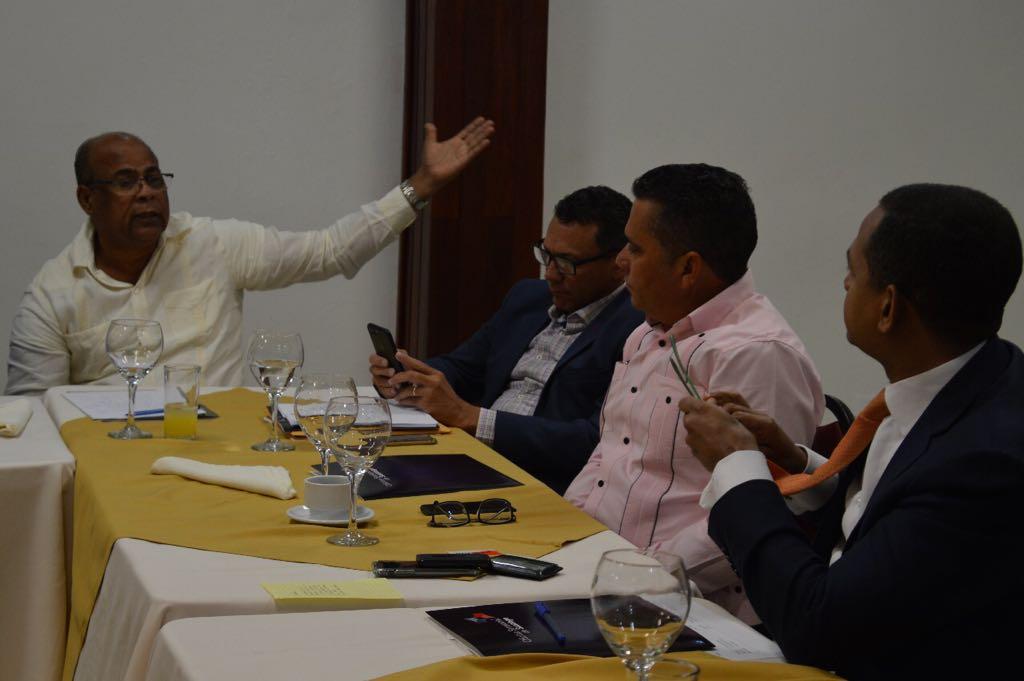 Alcalde participa en encuentro de socialización  con el Senador