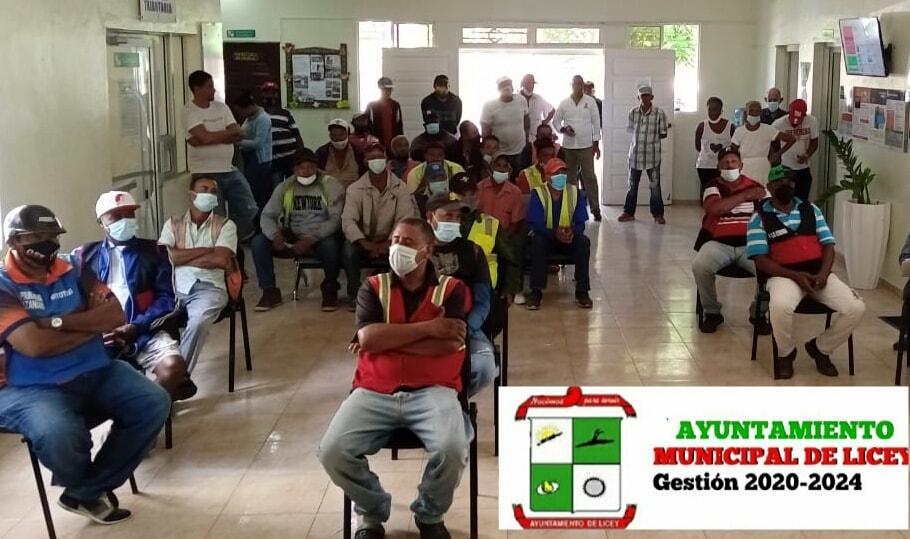 En nuestra Sala de Sesiones fue realizada una reunión con los distintos munícipes que en nuestro municipio se ganan el pan de cada día laborando como Moto-Taxi.